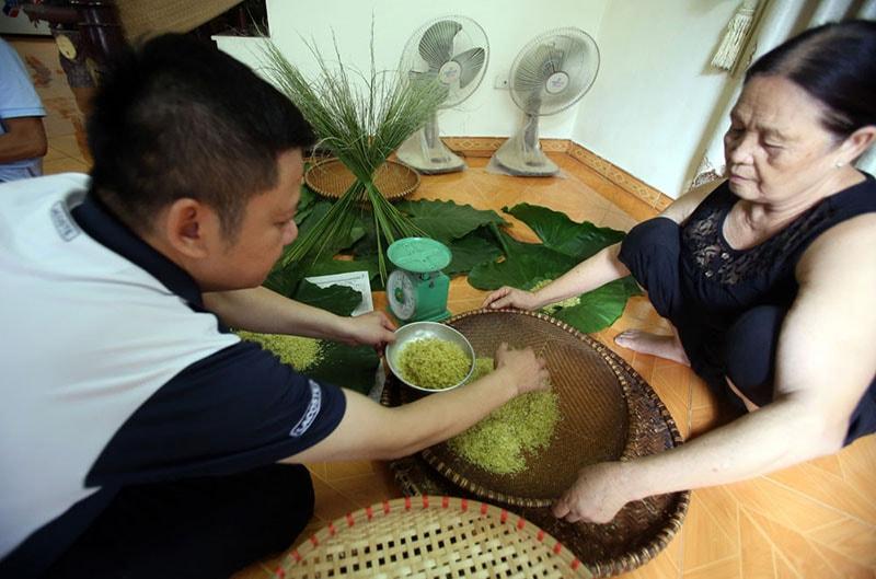 green sticky rice in vong village