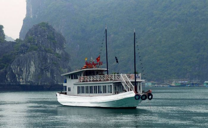 day trip boat halong bay