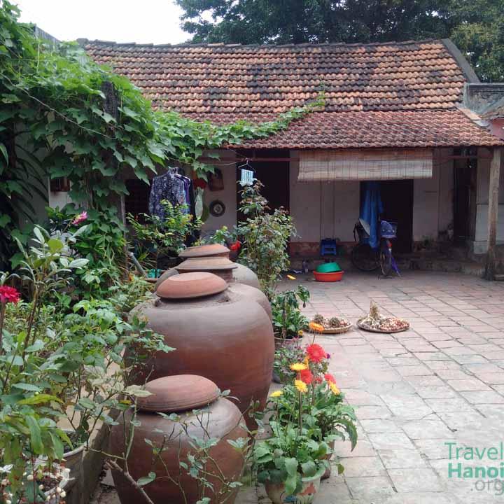 duong lam ancient vietnamese village